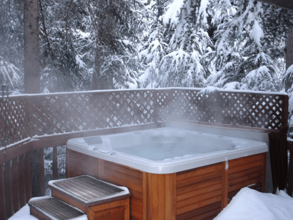 Hot Tub in the Winter (4)
